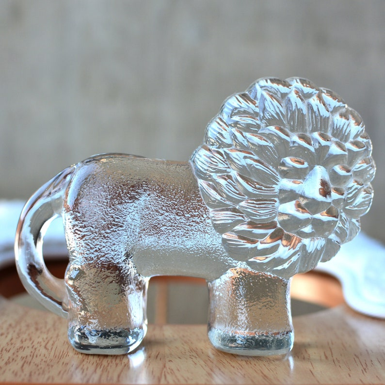 Kosta Boda Small Lion by Erik Hoglund Glass Figurine Swedish image 0