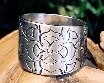 Mandala Ring Band in Sterling Silver 925, V shape for more comfort. READY TO GO