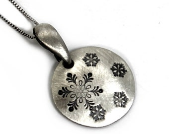 Silver round necklace, disc 16 mm diameter, charm necklace in silver, custom necklace, snowflake pendant, snowflake necklace. #PA147