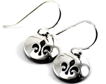 Fleur de lys Round disc earrings , you can personalize them with initials, small text or symbol. These have a fleur de lys stamped. #BO224