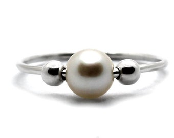 Pearl anxiety ring, minimalist fidget ring, silver bead meditation ring, dainty fidget ring, anti stress ring with white pearl #AR101
