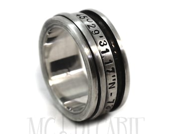 Spinner ring 9 mm; 3mm spinner, longitude and latitude engraved in sterling silver, Satined finish, personalized wedding ring. #JC112