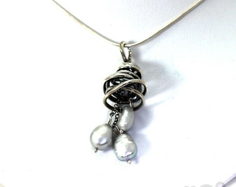 Swirl pendant with 3 mobile freshwater pearls, sterling silver. #PA101