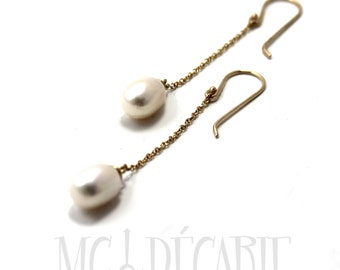 Long pearl earrings in 14k gold, drop oval freshwater pearls, solid yellow gold 14k, pearl earrings, bridesmaids gift ideas,pearls. #BO204