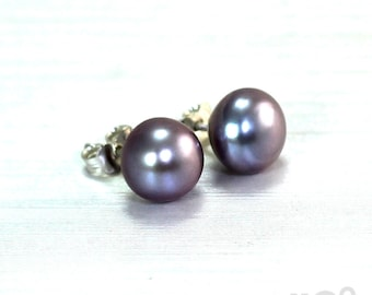 Pink pearl Ear stud, 8-9 mm freshwater cultured pearl and solid sterling silver finding. #BO102