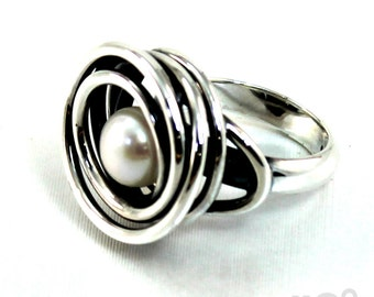 Ring with wire wrapped swirl around freshwater pearl, handmade with sterling silver, Large. #B127