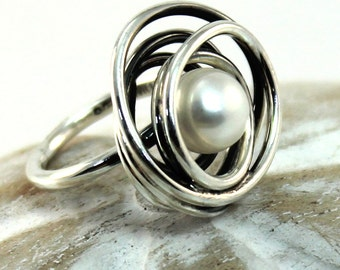 White pearl Ring with wire wrapped swirl around freshwater pearl, handmade with sterling silver, medium, gift for her, bridesmaid gift.#B101