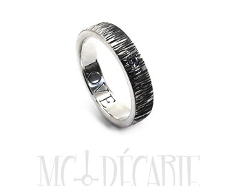 Thick 5mm band with CZ, 2 engravings or textures included, Personalised ring with hammered texture, swarovski cubic zirconia. #J160