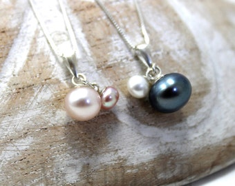Mommy and baby pearls necklace, 2 tones pearl necklace, necklace with 2 pearls, new moms baby necklace, solid sterling silver. #PA144