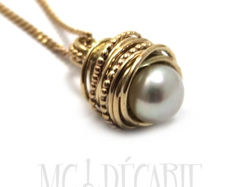 Gold and Pearl Pendant with twisted swirl wire and dotted wire, 8-9 mm freshwater pearl in center, gold necklace, yellow gold 10k. #PA103