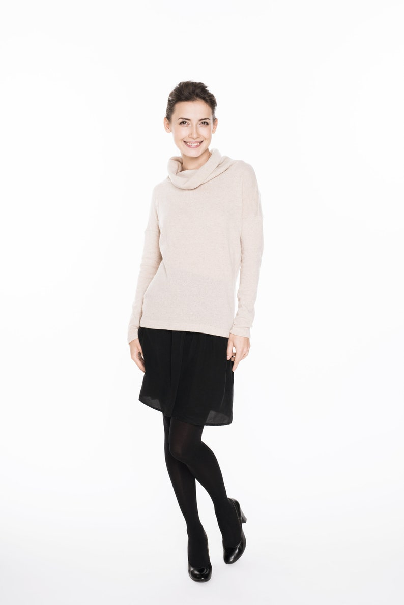 LeMuse creamy OPEN BACK with mettalic pearls buttons sweater