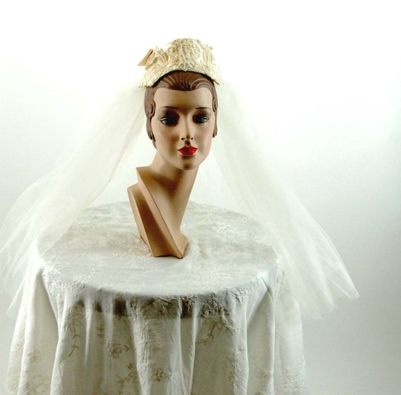 1950s wedding veil with satin cap ivory Alencon la