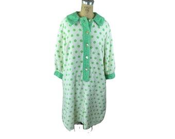 1960s terrycloth robe green white polka dot coverup Size L