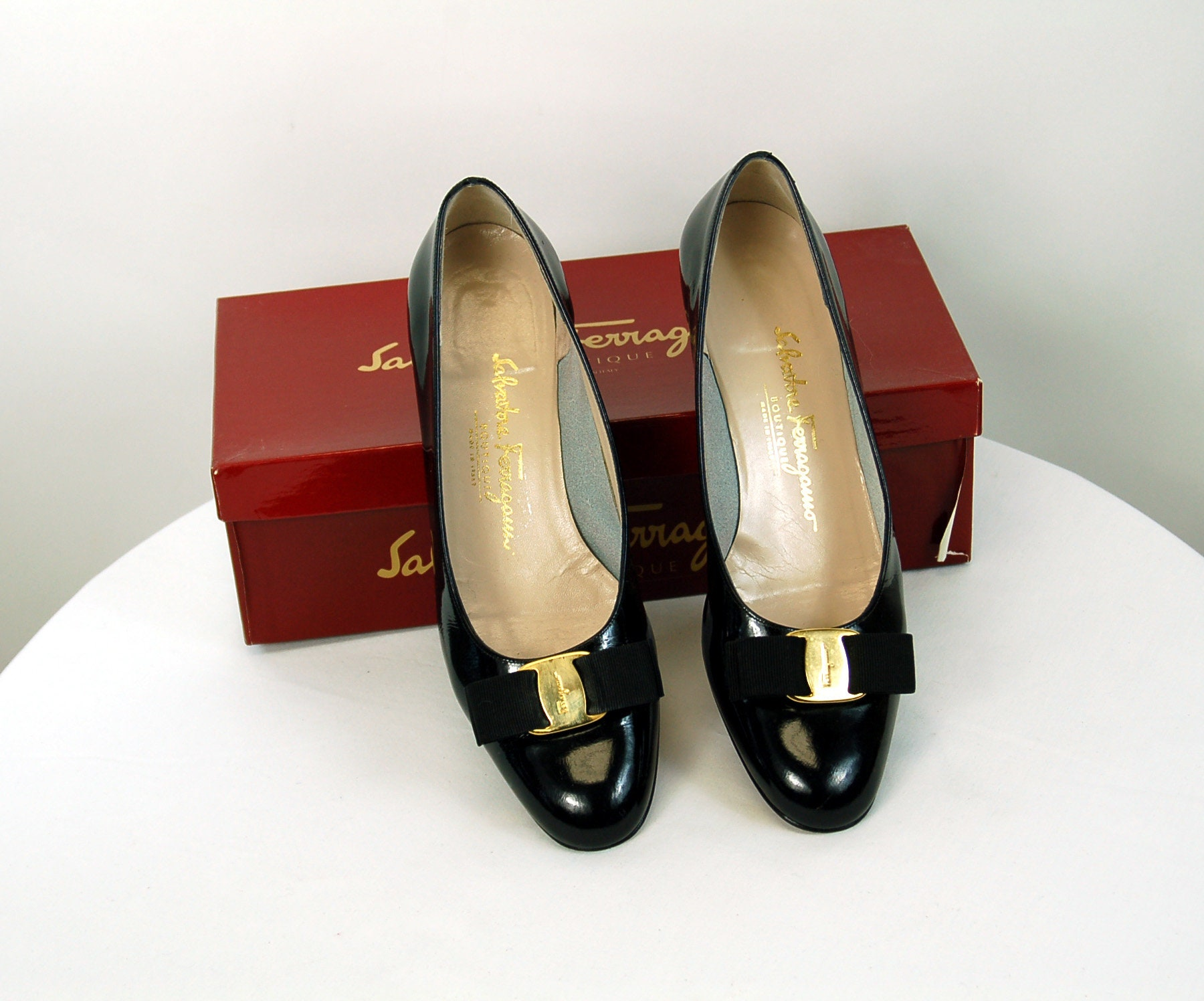 1980s Ferragamo shoes flats black patent toe leather with bow on toe patent Size 9AA or 8 245fbd