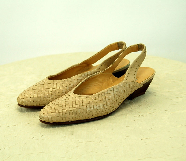 dda4095bc1ccb Woven leather shoes slingbacks Bandolino bone ivory tan 1980s Size 6M