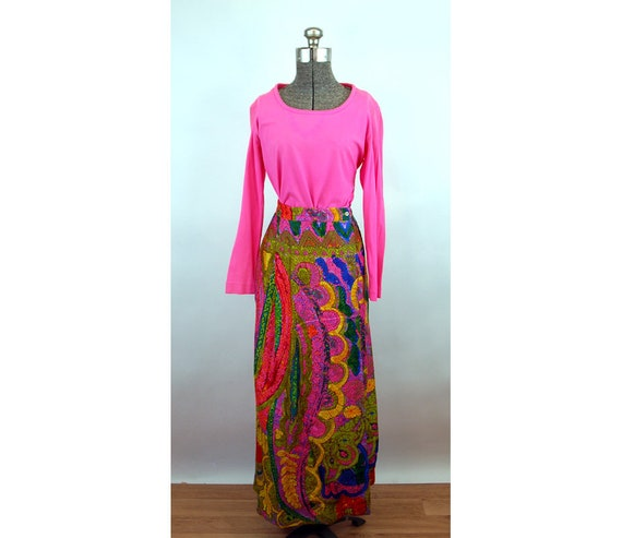 1970s psychedelic skirt and top hot pink stretch t