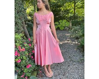 1950s sharkskin taffeta dress mauve pink off shoulder shelf bust cocktail dress Size S/XS