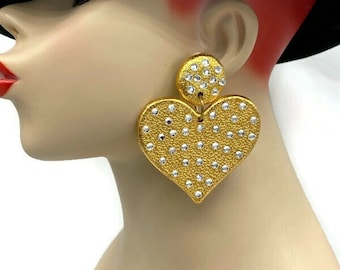 1980/'s hearts gold metal Look #eighties #valentineday #love fashion clip on earrings declaring your love
