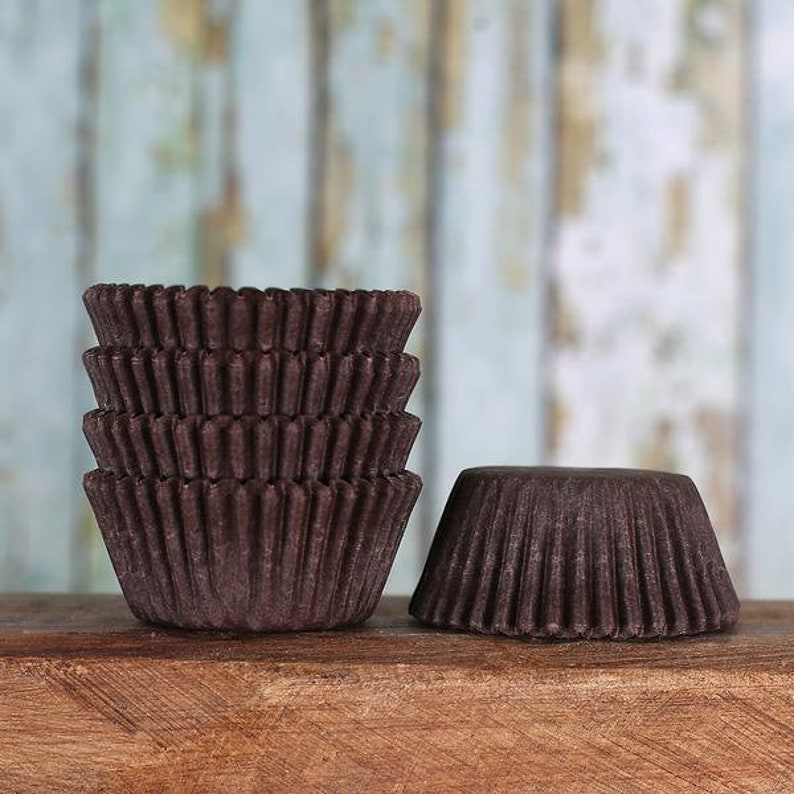 Brown Baking Cupcake Liners 50 Liner Count Cupcake Kitchen, Dining & Bar