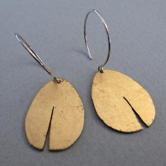 gold dangle earrings - shape 1