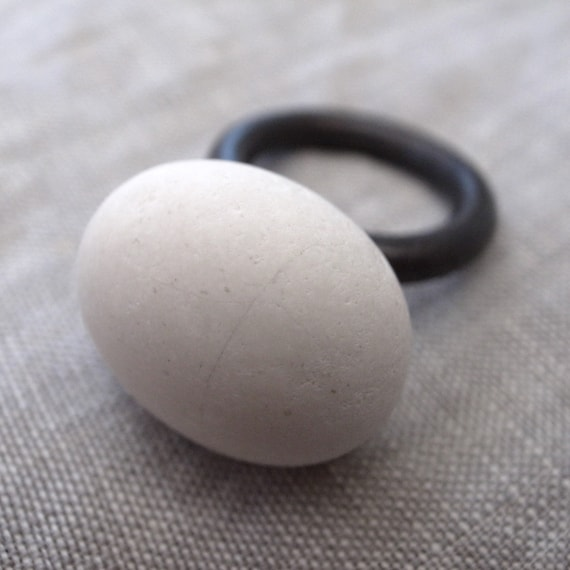 white beach rock ring - round oxidized band