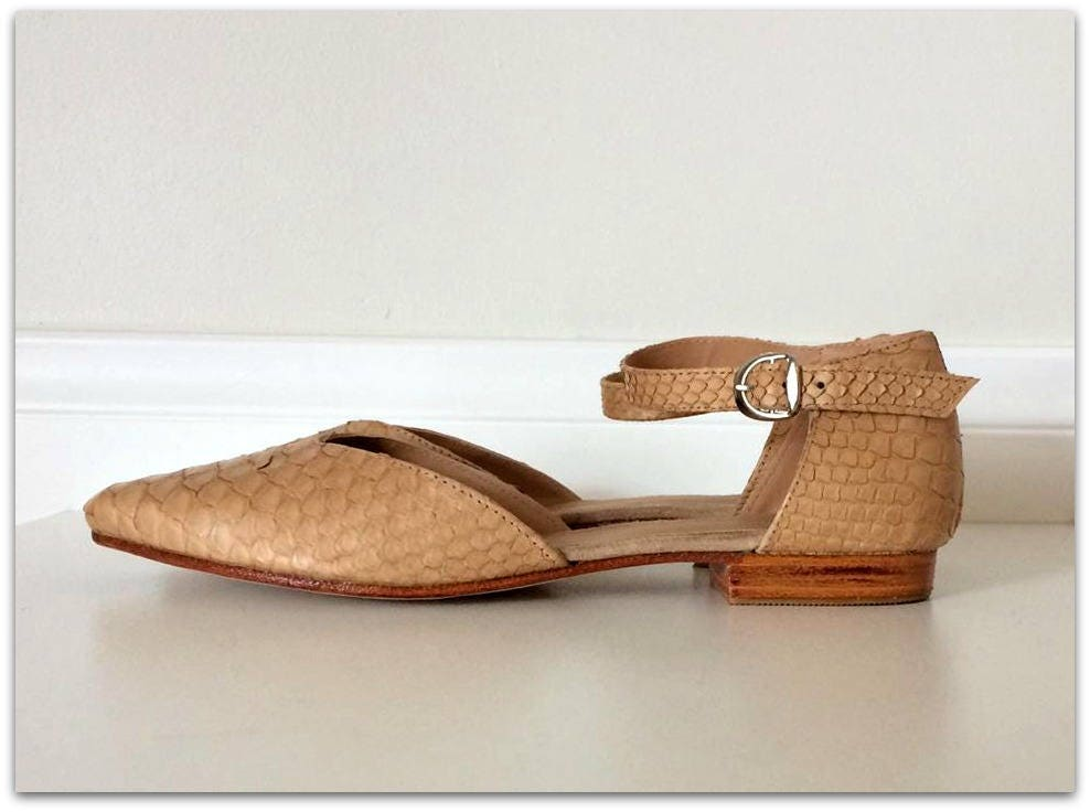 LOLA- Sandal 39-available - Latte python skin shoes - 39-available Sandal in different colours c38bbd