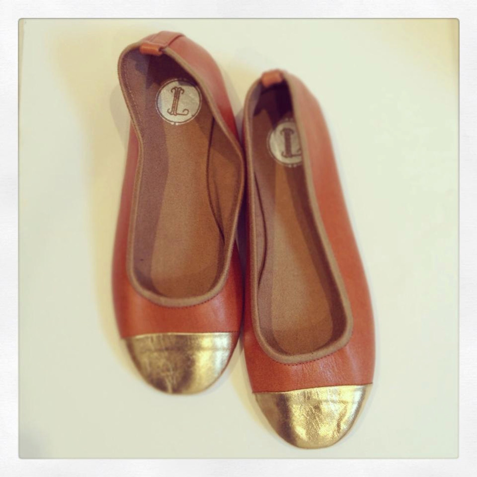 zoe. ballet flats - leather shoes - tan & gold leather. available in different sizes