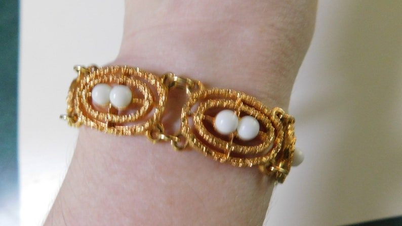 Vintage Sarah Coventry Cov Bracelet Gold Tone with White Cabachons Costume Jewelry