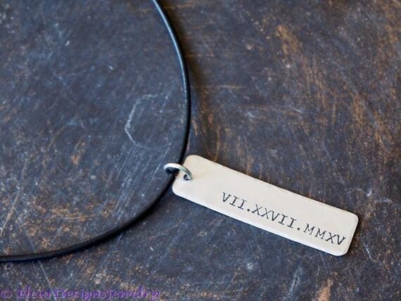 pendentif chiffre romain pour lui ou elle bijoux date en. Black Bedroom Furniture Sets. Home Design Ideas