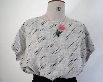 Vintage print boxy top, 80's style top, retro print top, printed T shirt, loose fit top, casual top, grey top,