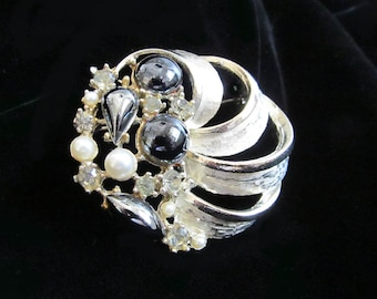 Round Vintage Silver Tone and Faux Pearl Brooch