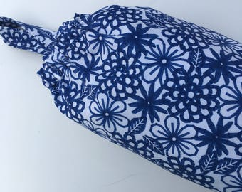 Plastic Grocery Bag Holder Blue and White Modern Design, Mod Flowers