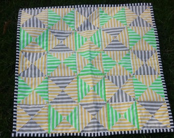 Small quilt,handmade quilt, patchwork quilt, quilt, dolls quilt, small quilt, table topper