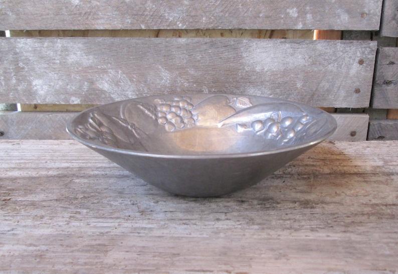 RWP The Wilton Company Pewter Serving Bowl Raised Fruit Trim Metal