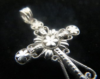 Sterling silver elegant design cross pendant