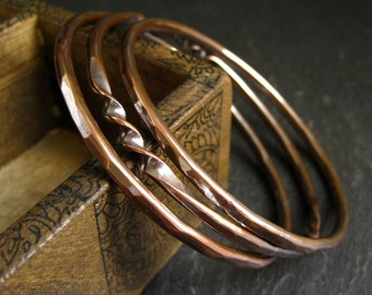 Copper bangles set with hammered finish and twisted shape, copper wedding anniversary gift for wife, women's metalwork jewelry