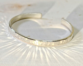 Hammered sterling silver cuff bracelet with elegant radiance in our dainty version - Solid 925 BR716
