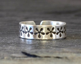 Silver Flower Toe Ring in Full Bloom with Stamped Flowers in Solid 925 Sterling Silver for Surfing, Barefoot Weddings, or a Botanical Touch
