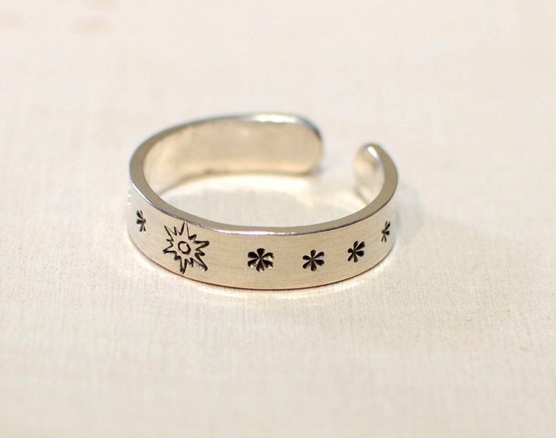 TR977 Sterling Silver toe ring with sunburst and stars