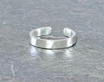 Classic sterling silver toe ring with hammered texture - Solid 925 TR077