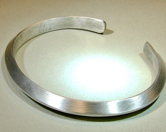 Sterling silver cuff bracelet with ultra modern triangular design and space to engrave on the inside - solid 925 BR025