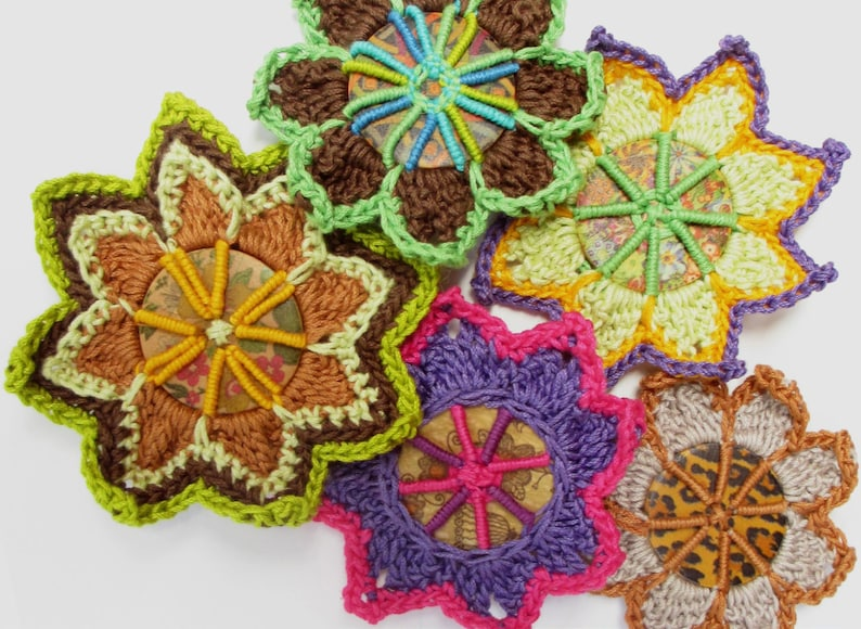 Button Crochet Brooches  PDF Pattern image 0
