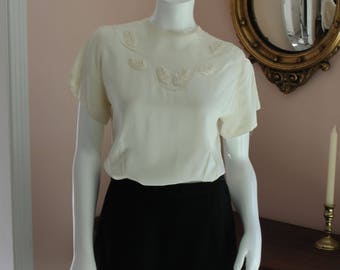 Vintage 1940s Winnie Kaye Cream Back Buttoned Floral Blouse Size 34