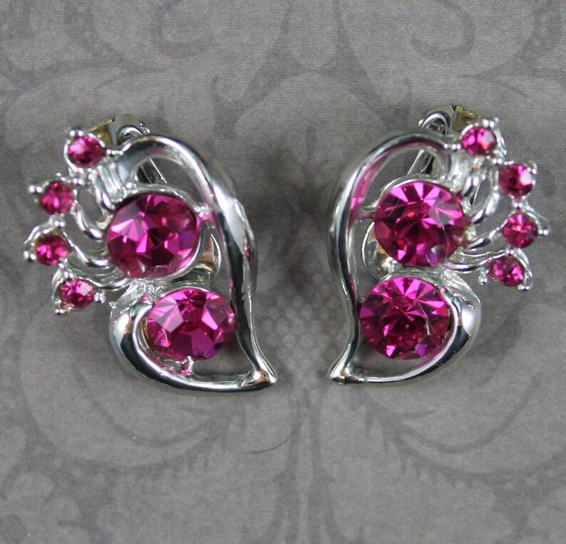 Vintage Bright Pink Rhinestone Swirl Shiny Silver Clip On image 0