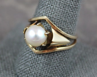 Vintage Vincent Ferrini Designer 14K Yellow Gold and Pearl Ring