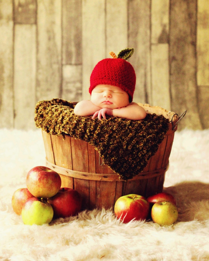 Baby APPLE Hat CROCHET PATTERN in 5 sizes 0-10 years Baby image 0