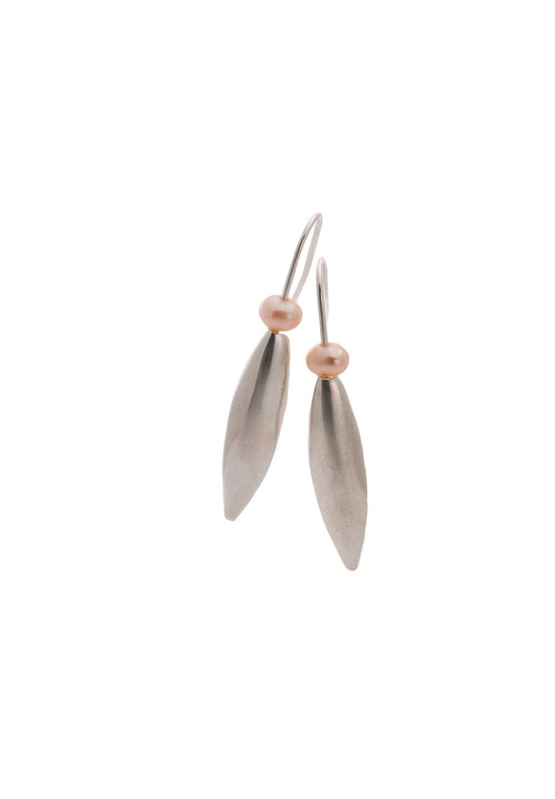Delicate leaf /& peach pearl silver earrings