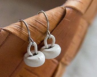 champignons, snow white victorian button earrings in stainless steel