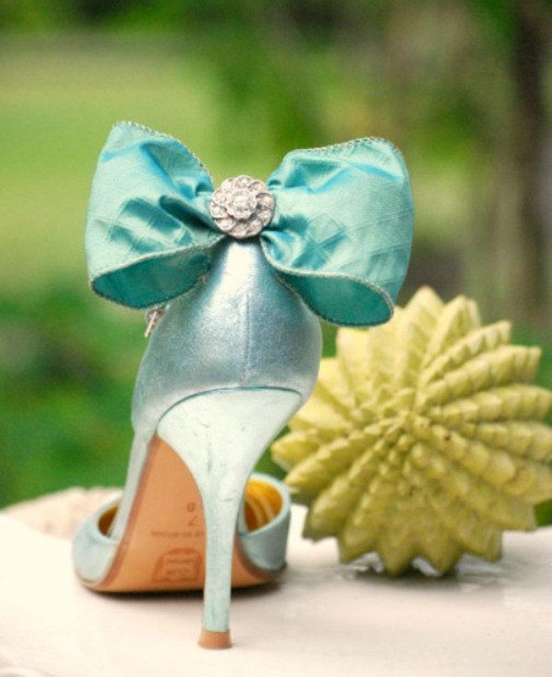 Royal Silk Wired Ribbon Whimsical Ivory  White Pearls Bleu Noeud Shoe Clips Something Blue Iridescent Bow /& Rhinestone Spring Wedding