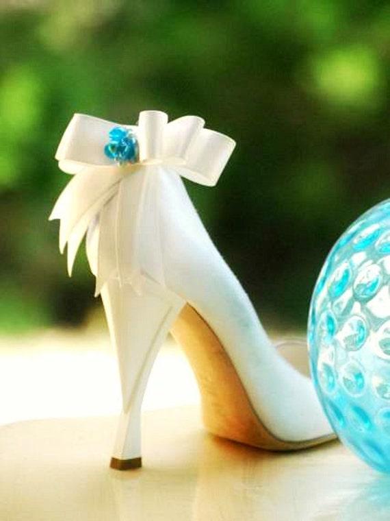 Something Ivory Blue & White Shoe Clips. Ivory Something Aqua Green Navy Emerald Bows. Whimsical Spring Blu Schuhclip, Pearls Satin Ribbon Bright Happy Chic 0dc729